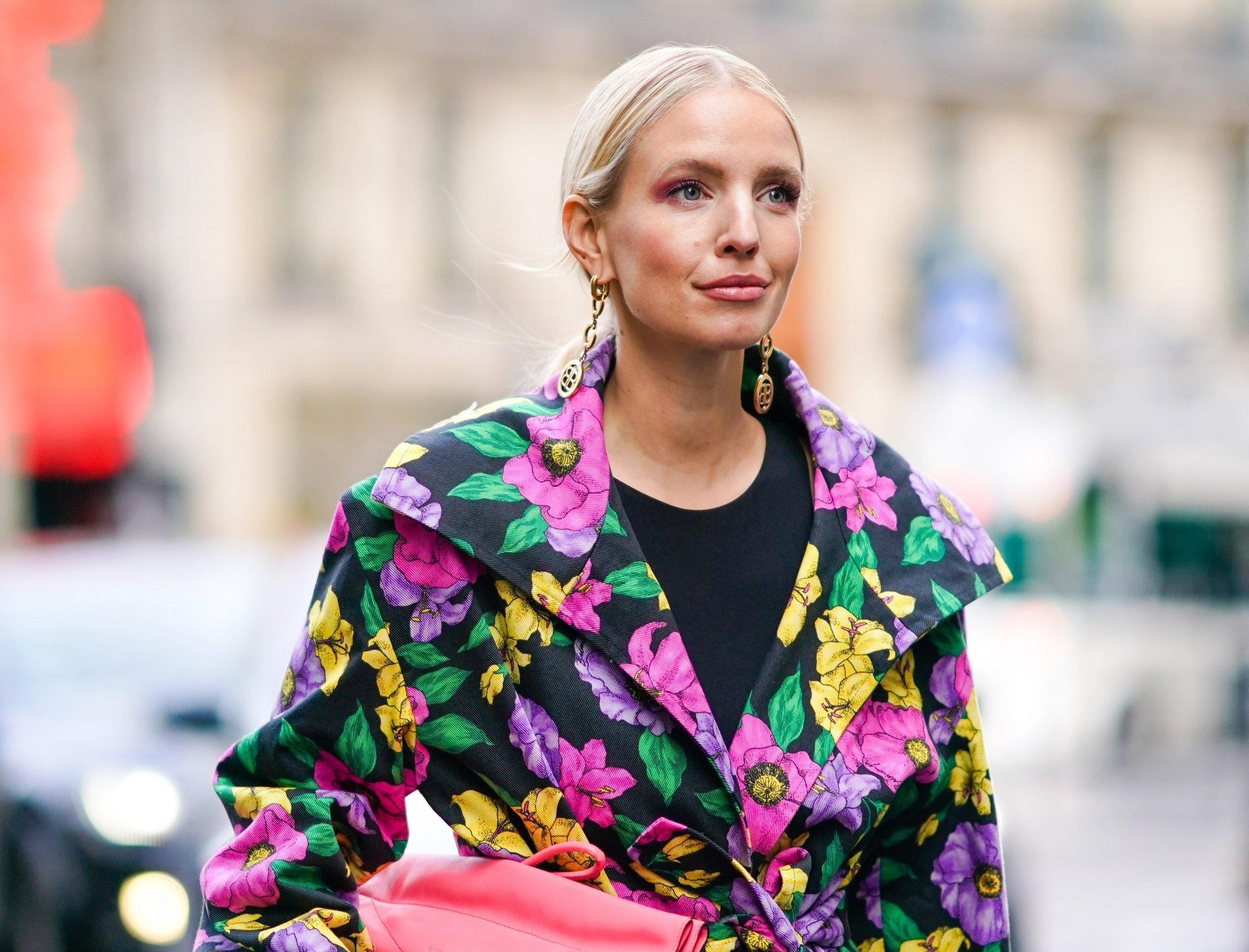 Street Style  – Paris Fashion Week – Womenswear Fall/Winter 2020/2021 : Day Two